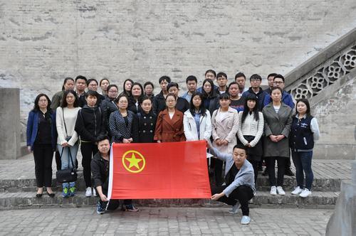 """韩城公司开展""""缅怀革命先烈、弘扬爱国主义精神""""团员青年扫墓活动"""
