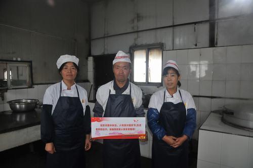 09--红柳林炊事班的师傅们.jpg