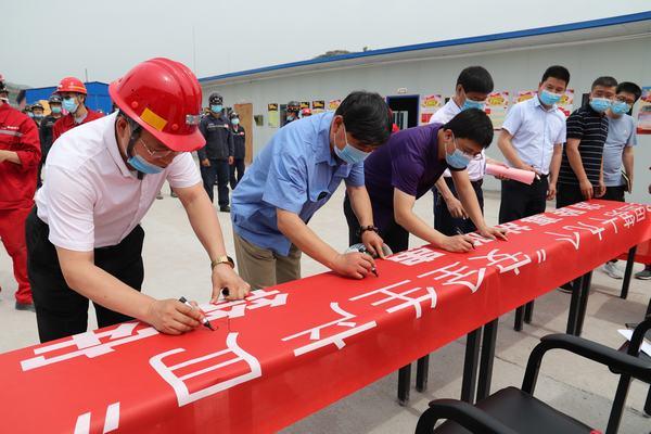 """河南11选5走势图下载建设矿建二公司举行""""安全生产月"""" 启动仪式.JPG"""